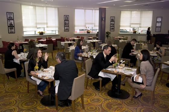 Ресторан Red & White. Москва Лесная, 15, гостиница «Holiday Inn Москва Лесная»