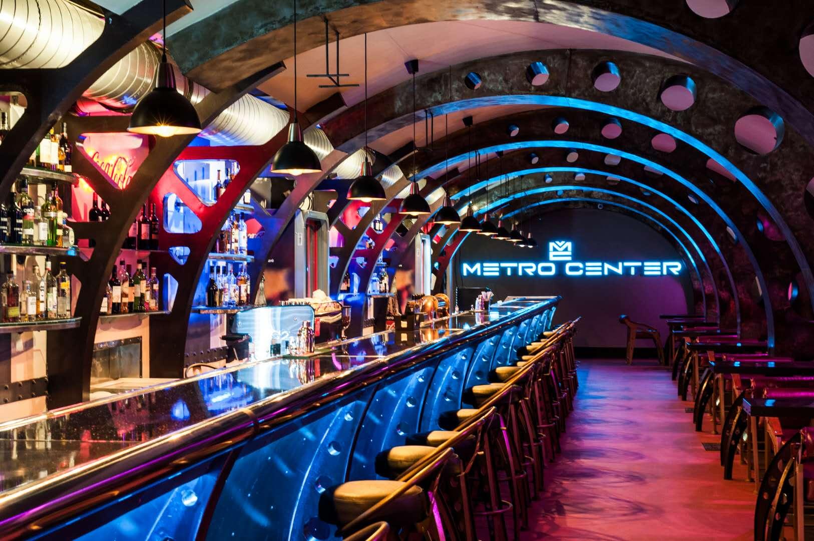 Ночной клуб метро санкт петербург официальный ночные клубы в субботу